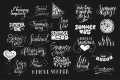 Großes Bündel gezeichneter Sommer von 25 Vektor Hand zitiert Handgeschrieben mit Tinten- und Bürstenstift stock abbildung