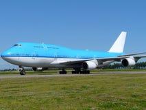 Großes blaues Flugzeug Lizenzfreie Stockfotografie