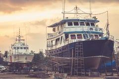 Großes Boot unter Reparatur Stockbild