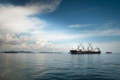 Großes Containerschiff Stockbilder