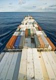 Großes Containerschiffschiff und der Horizont Stockbild