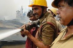 Großes Feuer bricht im Kolkata Elendsviertel aus Lizenzfreies Stockfoto