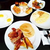 Großes Frühstücks-Buffet Stockbilder