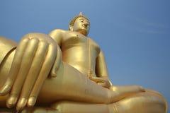 Großes Gold Buddha in Thailand Stockbild
