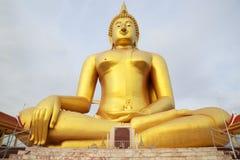 Großes goldenes Buddha-Bild bei Wat Muang Muang Buddhist Temple, Ang Thong, Thailand Lizenzfreies Stockfoto