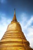 Großes goldenes Stupa in Bangkok Lizenzfreie Stockfotografie