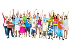 Großes Gruppen-Leute-Partei-Glück-Verschiedenartigkeits-Konzept lizenzfreies stockbild