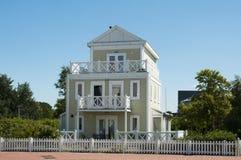 Großes hölzernes Haus Stockfotografie