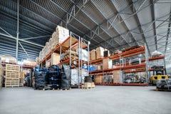 Großes Hangarlager industriell und Logistikunternehmen stockfotografie
