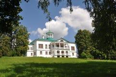 Großes Haus im Museum Nekrasova Karabikha. Lizenzfreie Stockfotografie