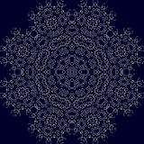 Großes hoch entwickeltes symmetrisches Blumenmuster in der indischen Art Stockfoto