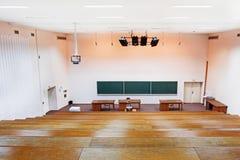 Großes Hochschulklassenzimmer Stockbild