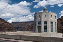 Großes konkretes Wasserbassin am Hooverdamm Lizenzfreies Stockfoto