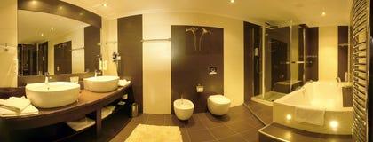 Großes luxuriöses Badezimmer Stockbild