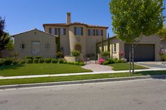 Großes, luxuriöses und geräumiges kundenspezifisches Haus Stockfoto