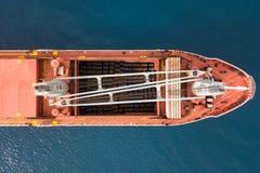 Großes Massengutschiff am meeres- Luftbild lizenzfreie stockfotos