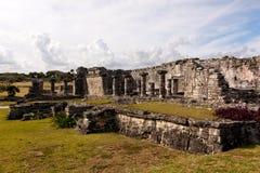 Großes Mayagebäude bei Tulum stockfoto