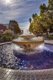 Großes mexikanisches Fliesen-Brunnen-Sonnenlicht Ventura California Stockfotos
