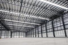 Großes modernes leeres Lagerhaus Lizenzfreies Stockfoto