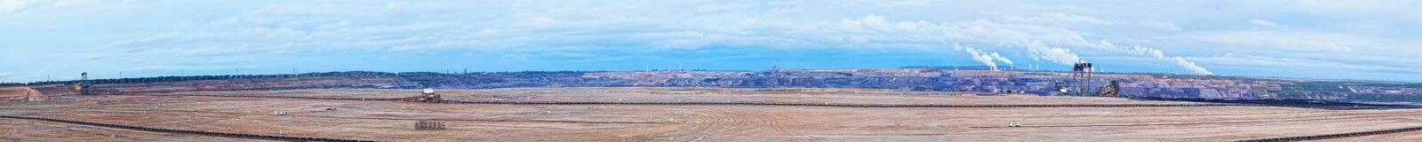 Großes Panorama einer geöffneten Kohlegrube Stockfotos