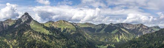 Großes Panorama von bayerischen Bergen Stockfotografie