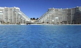Großes Pool Algarrobo Stockfoto