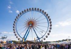 Großes Rad beim Oktoberfest in München Stockfoto