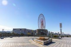 Großes Riesenrad gesehen von der Traumbrücke Lizenzfreie Stockfotos