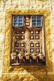 Großes rustikales Fenster Stockfotografie