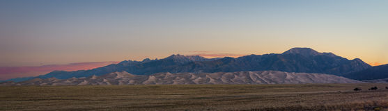 Großes Sanddüne-Panorama bei Sonnenaufgang Lizenzfreies Stockbild