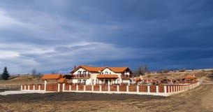 Großes schönes Landhaus lizenzfreie stockbilder