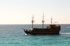 Großes schönes Schiff im Meer, Zypern Stockfoto