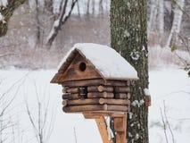 Großes schönes Vogelhaus lizenzfreies stockbild