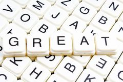 Großes Textwortkreuzworträtsel Alphabetbuchstabe blockiert Spielbeschaffenheitshintergrund Lizenzfreies Stockbild
