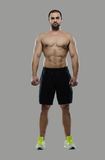 Großes Training Porträt des muskulösen Berufsbodybuilders und Stockfotos