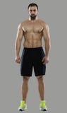 Großes Training Porträt des muskulösen Berufsbodybuilders und Stockfoto