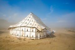 Großes ungewöhnliches Zelt in einem Sandsturm in Spanien Lizenzfreies Stockfoto