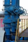 großes Ventil auf dem Kraftwerk Lizenzfreies Stockfoto