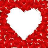 Großes Weißbuchherz mit kleinen roten Herzen Stockbilder