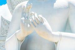 Großes weißes Buddha-Bild in Saraburi, Thailand Stockbilder