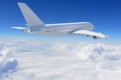 Großes weißes Flugzeug Lizenzfreie Stockfotos