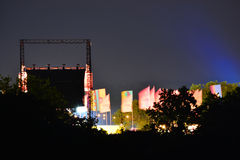 Großleinwand und Flaggen an der Insel des Wight-Festivals Stockfotografie