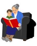 Großmutter, die zum Enkel liest stock abbildung