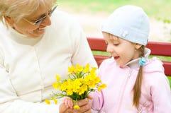 Großmutter mit Enkelin Lizenzfreies Stockfoto