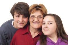 Großmutter mit Enkelkindern Stockbild