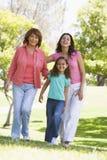 Großmutter mit erwachsener Tochter und Enkelkind Lizenzfreies Stockbild