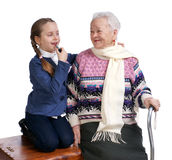 Großmutter mit ihrer Enkelin Stockbild