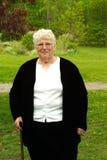 Großmutter mit Stock Stockbild