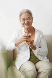 Großmutter mit Tee Stockbild
