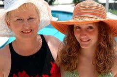 Großmutter und Enkelin Stockfotos